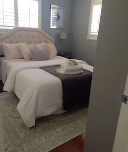 Waterfront Home- 2 Rooms avail - Casa