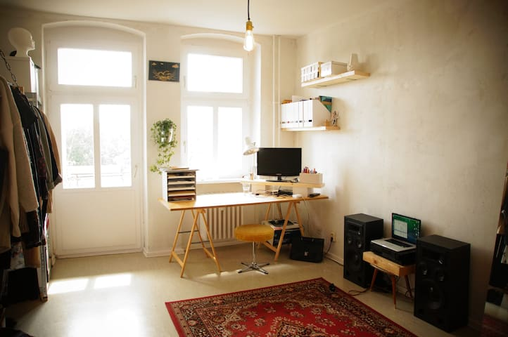 Cozy room with a sunny balcony and an amazing view - Berlín - Byt