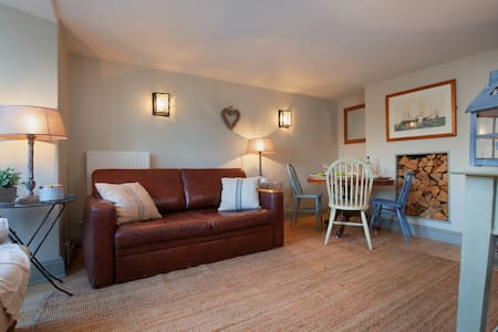Compass Cottage - On the Green in Central Shaldon! - Shaldon