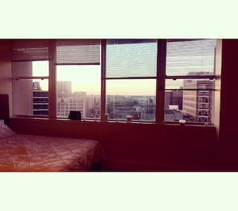 Beautiful Downtown studio w/ view! - Nueva Orleans - Departamento