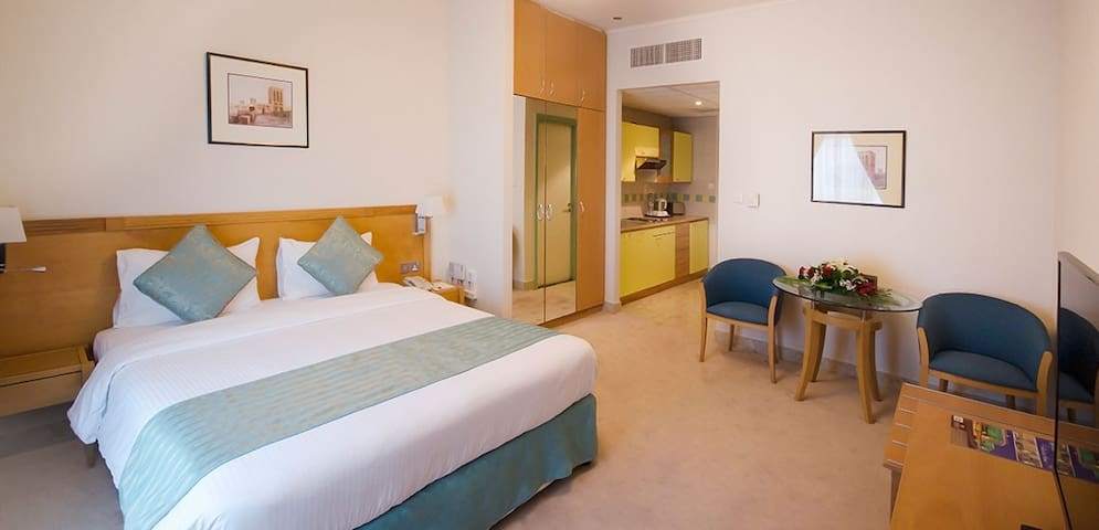 Fully Furnished Studio with daily clean &Breakfast