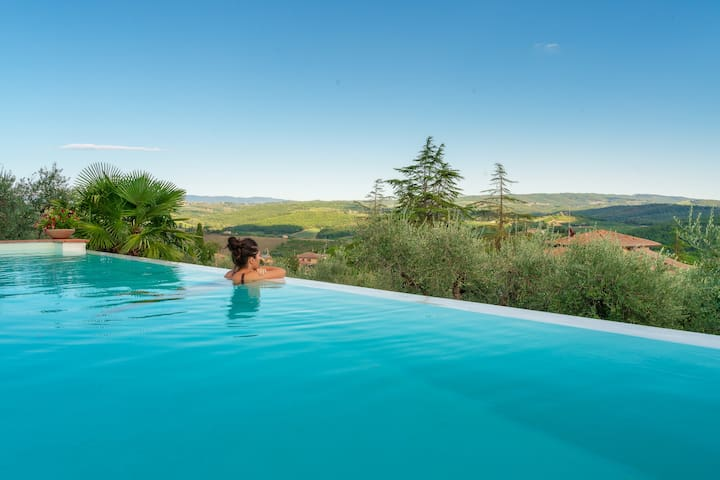 Home away from home in Chianti- pool with Jacuzzi.