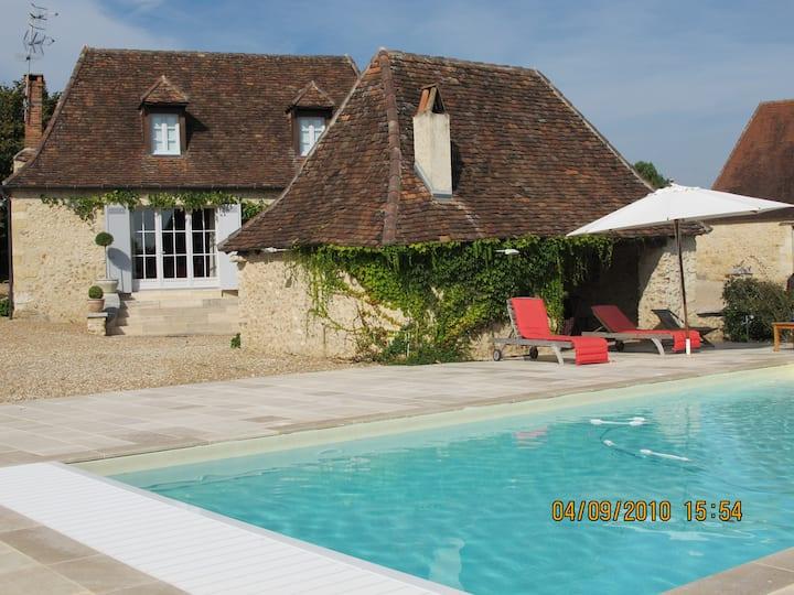 Dordogne-Ferme du XVllIe rénovée-Piscine