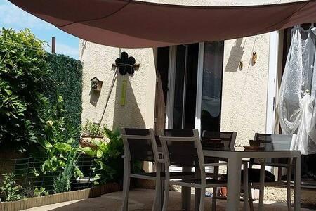 Chambre privative chez l'habitant - Saint-Séries - House