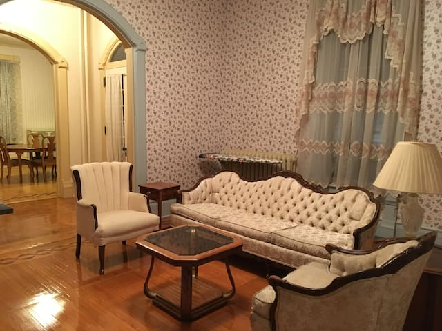 Historical Governor's Mansion: Skyblue Bedroom - Wauwatosa - Dom