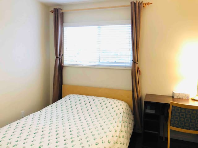 Cozy room in Oakridge, quick access to DT & YVR