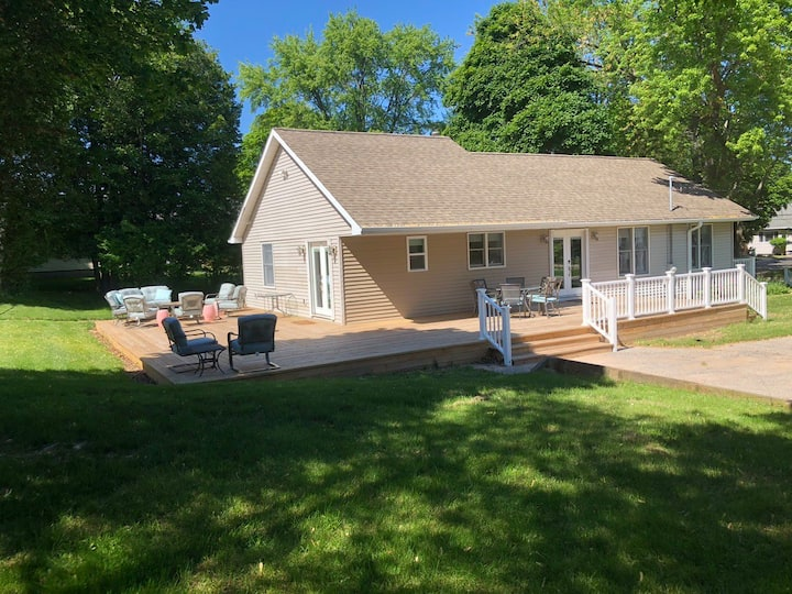 Manistee - Spruce Street- 3 bedroom home