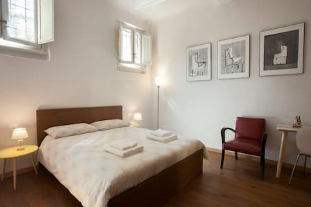 CHARMING SAN FREDIANO APARTMENT