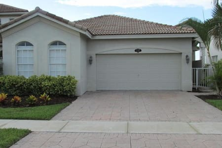 Home Away From Home In Upscale Gated Community - Casa