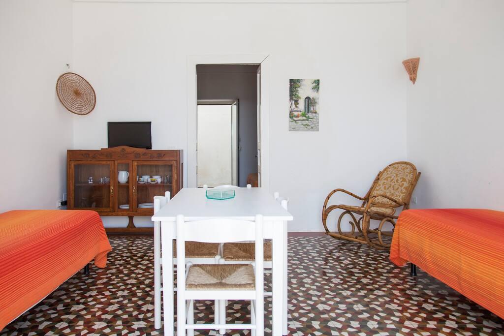 Ingresso-Soggiorno-Letti singoli/Entrance-Living room