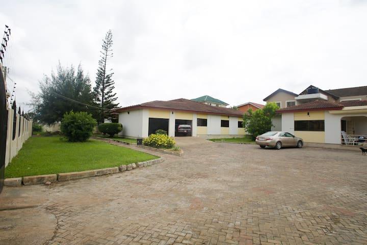 Cozy two-bedroom studio in Accra - Accra - Apartament