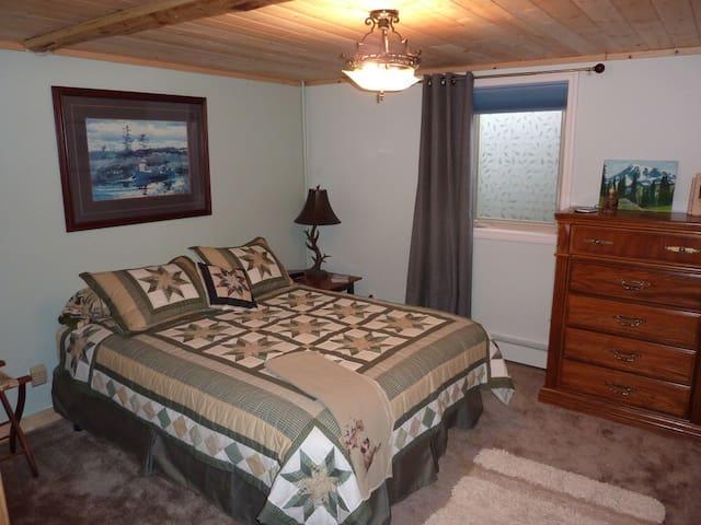 1 BR 1 BA in log cabin B&B - Soldotna - Bed & Breakfast