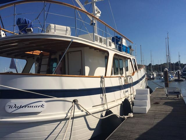 Beautiful 60ft Floating Cottage - Watermark - Yarmouth - Barca