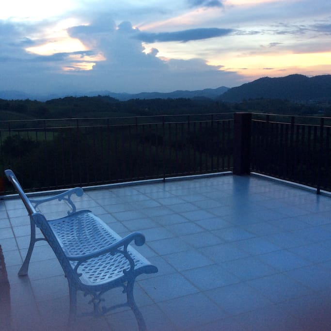 360 panoramic mountain views around the house. You will feel close to the nature. Large moon deck for BBQ party, enjoy mountain views and million of stars just right there. Mountain views  can be seen every floor of the house.