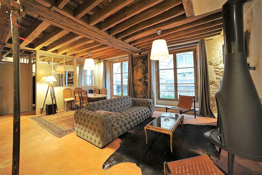 historical 3 bedroom apartment in le marais appartements louer paris le de france france. Black Bedroom Furniture Sets. Home Design Ideas