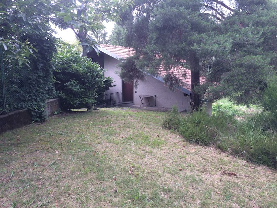 Ingresso al primo piano con giardino/Entrance from the garden