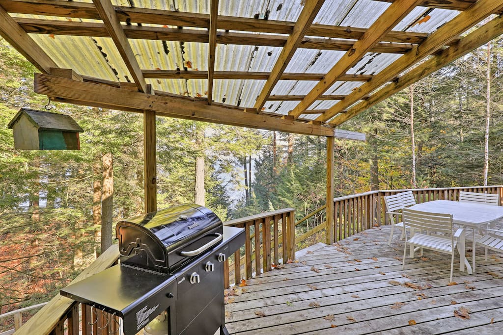 Bring anything you catch from your day of fishing to the charcoal grill on the large deck.