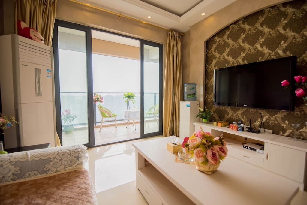 通透明亮的客厅