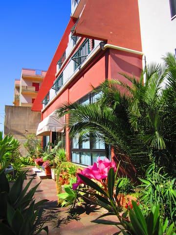 Hotel La Piramide - Roccalumera - Boutique-hotell