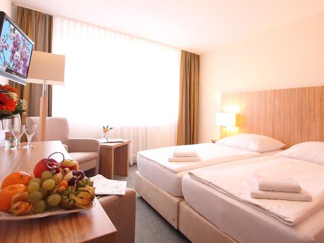 """AKZENT Hotel """"Am Burgholz"""" (Bad Tabarz) - LOH05373, Doppelzimmer Komfort mit Dusche und WC"""