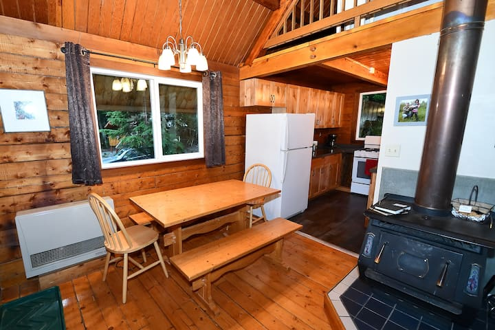 Alyeska Cabin's dining area