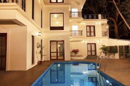 Luxury AC rooms + Breakfast + A beautiful pool :) - 安朱纳 - 精品酒店