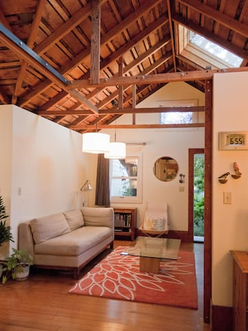 Enchanting Cottage in Central Berkeley - Berkeley - Srub