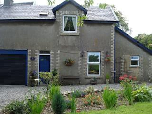 Cosy cottage in a beautiful lochside location