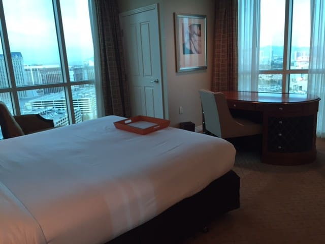 Corner unit extra window, see the Las Vegas strip from your bed and desk!
