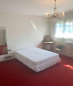 Belle chambre dans somptueuse villa proche gare
