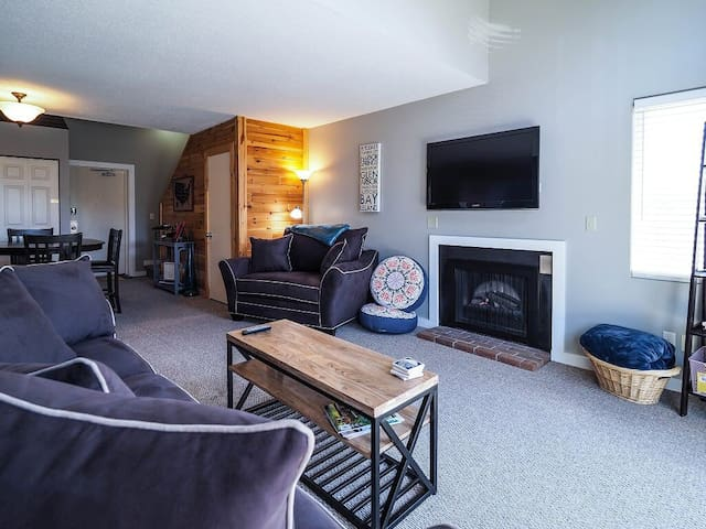Book summer 2020! 2br/2ba condo in Traverse City!