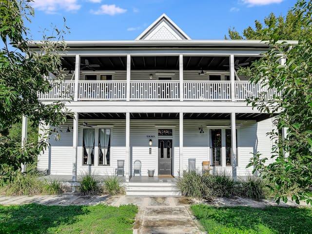 The Ellison House Luxury Restored Texas Farmhouse