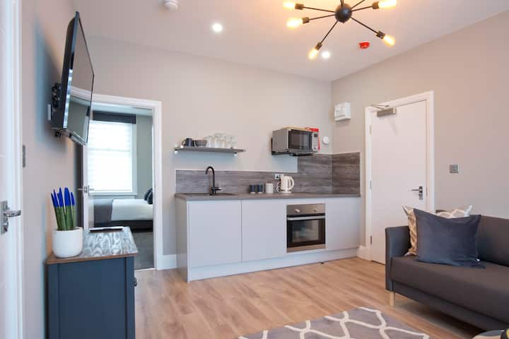 Luxury Blackpool Apartment. Sleeps 4 Free Parking