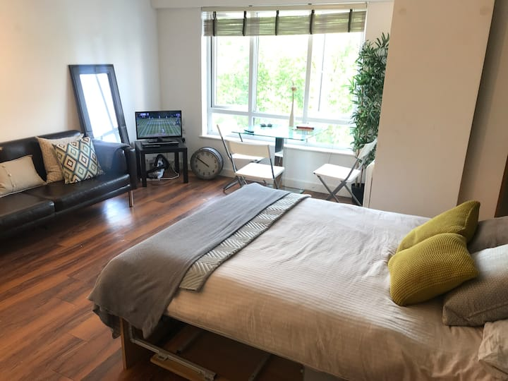 New build flat for 2 people near tube station