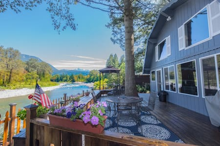Riverfront 2BR near Stevens Pass - Gold Bar - Ház