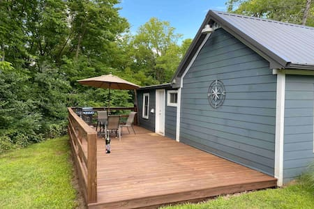 Private Woodsy Cabin close to downtown Keosauqua