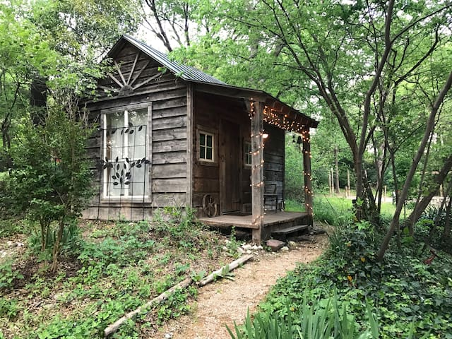 Charming Cabin Near Deep Ellum & Fair Park - Dallas - Cottage