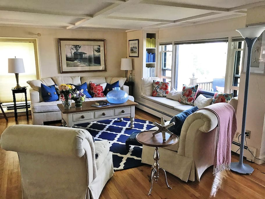 Granite Pier-Living room.