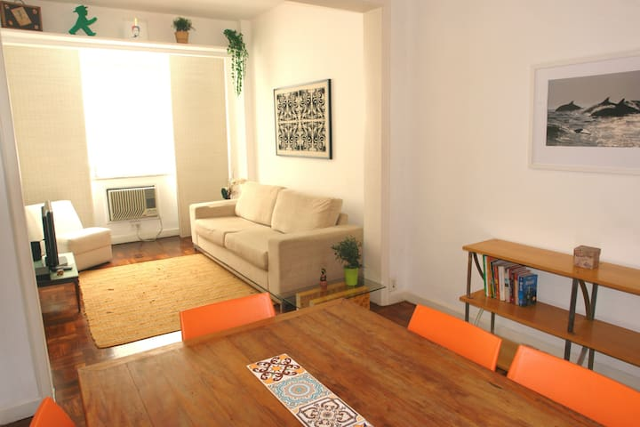 Charming 2 BDR in Ipanema next to beach and subway