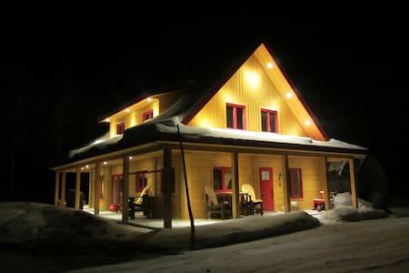 Le Montagnard au Toit Rouge - Trois-Rives - Almhütte