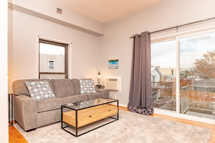Mt. Adams 1BR Great Location! Steps from Monastery