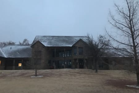 Peaceful large private getaway home in rural NW OK