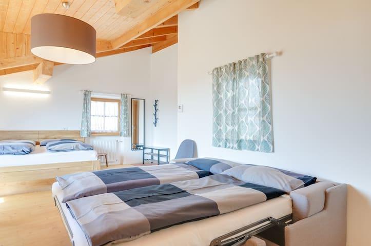 4 guests bed arrangement