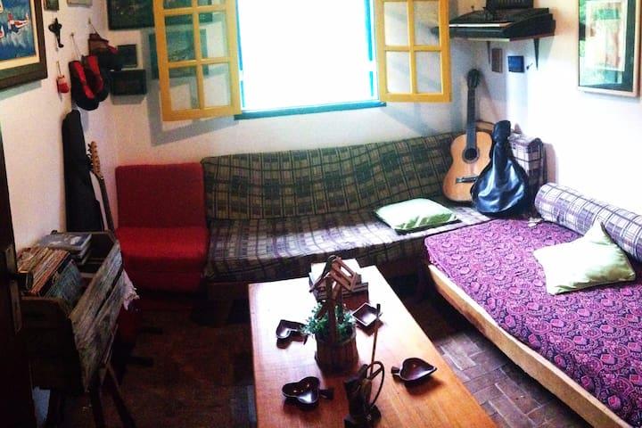Casa de roça, arte e música de Lumiar.Beira de rio - Nova Friburgo
