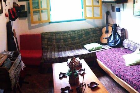 Casa de roça, arte e música de Lumiar.Beira de rio - Nova Friburgo - Hus