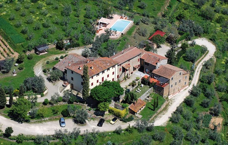 Tuscan apartment amazing view and pool,Vinci-trilo
