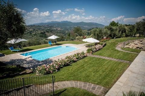 Collebelvedere -Maisonette  con terrazza e piscina