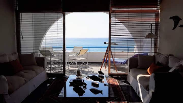 A stunning apartment by the sea in Pissouri bay