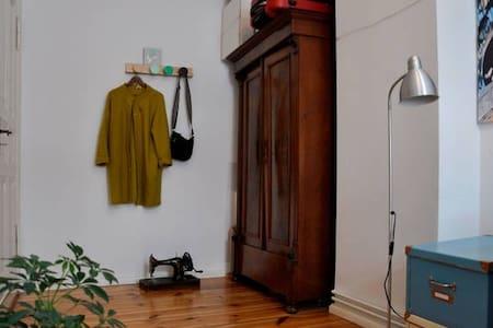Nice room In Friedrichshain Berlin - Berlin - Apartment