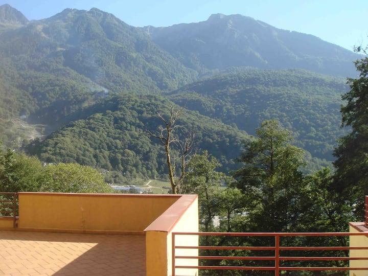 Апартаменты в стиле шале с видом на горы.